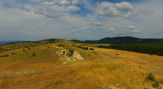 Тракийска гробница Момина могила