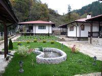 Комплекс Трите къщи